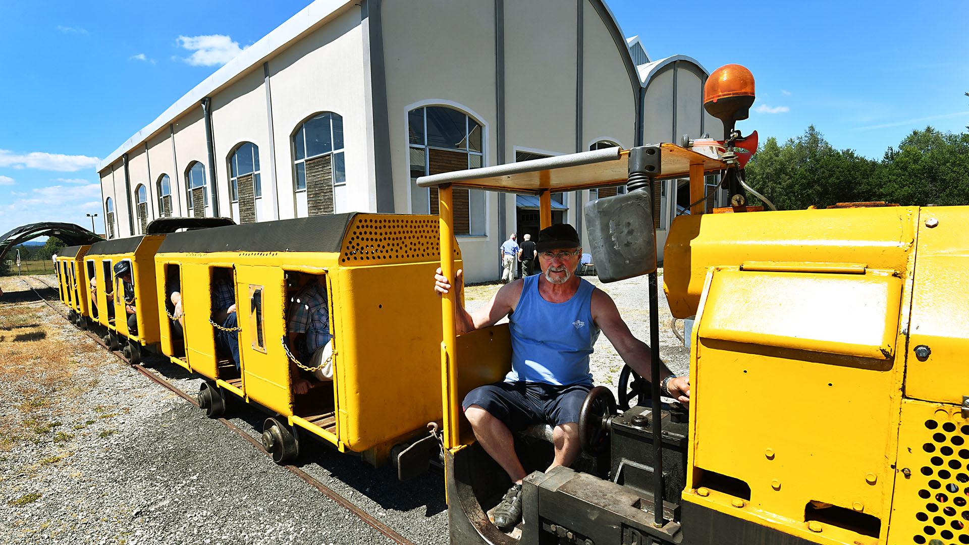 Locomotive DECAUVILLE entrainant le train des mineurs