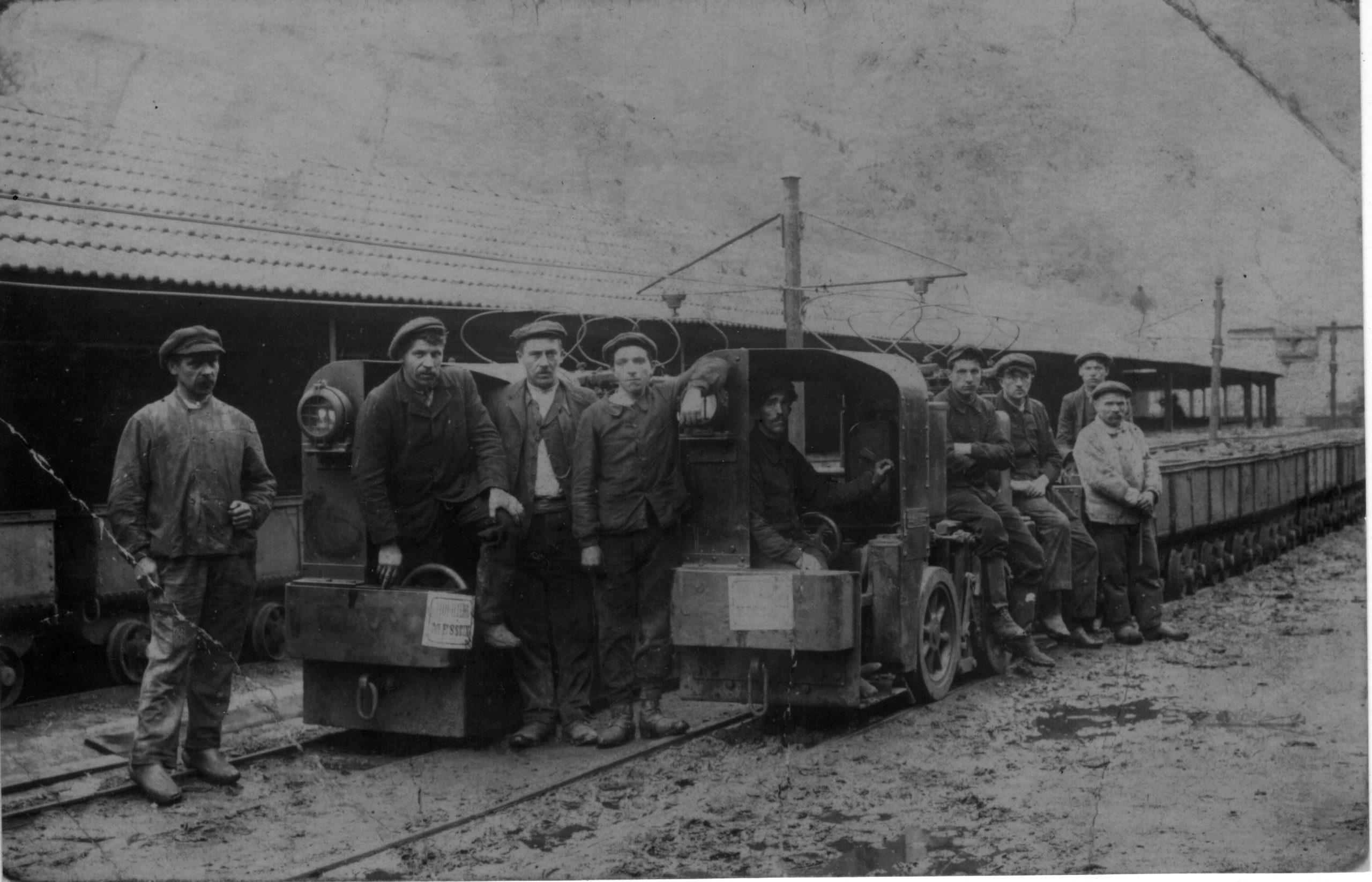 histoire du musée de la mine de Messeix-convoi de berlines en provenance de la mine